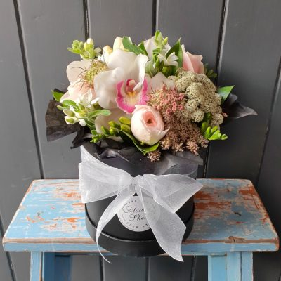 small hat box posy